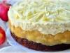 Медовый торт с яблоками и сливочным муссом